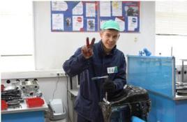 Победитель соревнования по  ремонту двигателей в Екатеринбурге Александр Анисимков, студент ЕАДК