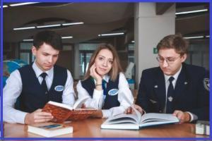 УрГУПС студенты с книгами