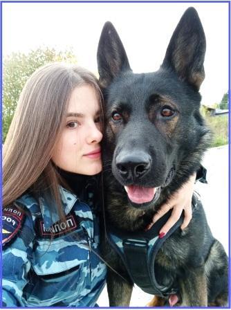 Девушка-полицейский с овчаркой